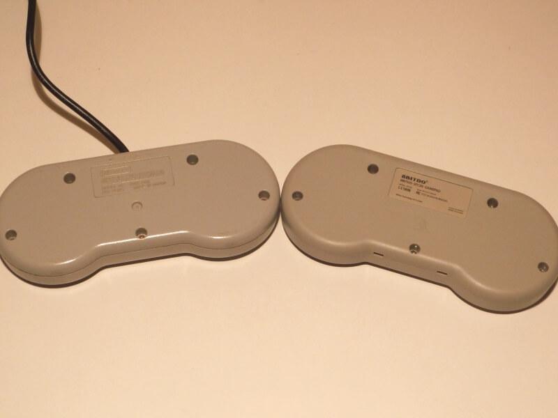 snes-controller-vs-8bitdo-controller-rueckseite